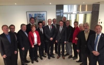 Réunion du Comité sur la Stratégie maritime de l'UMQ : le maire Daniel Côté rencontre les ministres Marc Garneau et Jean D'Amour